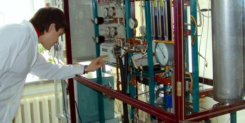 Установка по испытанию катализаторов нефтепереработки